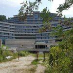 Borús látványt nyújt a félkész Hilton Visegrádon