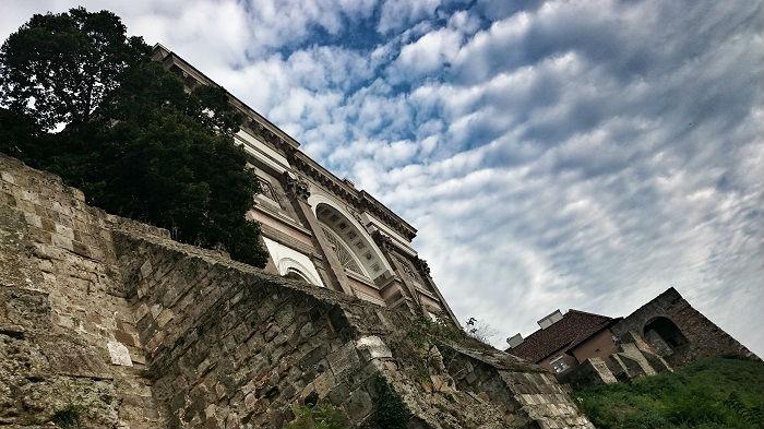 Macskalépcső a Bazilikánál