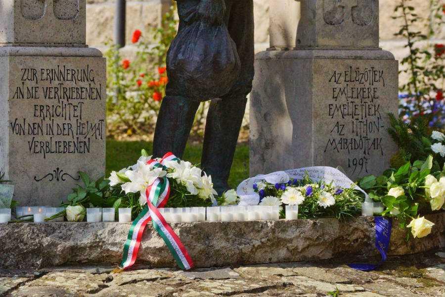 Az elűzöttek emlékműve Dunabogdány