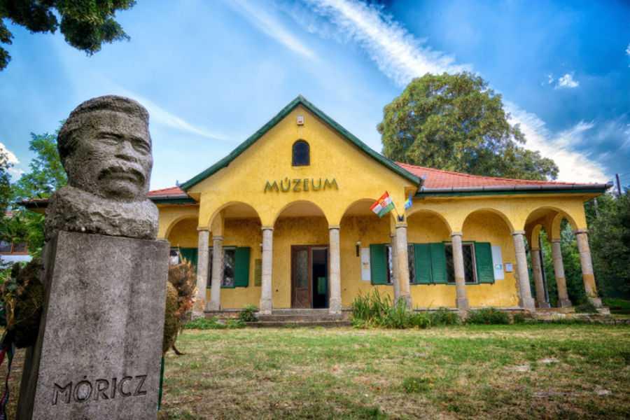 Hely-és Irodalomtörténeti Kiállítóhely - Leányfalu