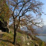 A Rám-szakadék, a Remete-barlang és a prépostság legendái