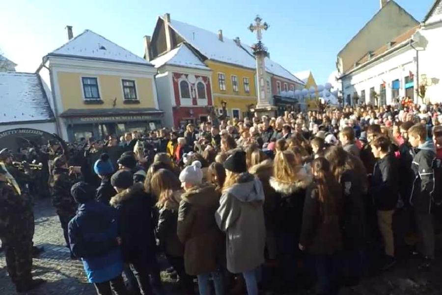 Himnusz flashmob Szentendrén
