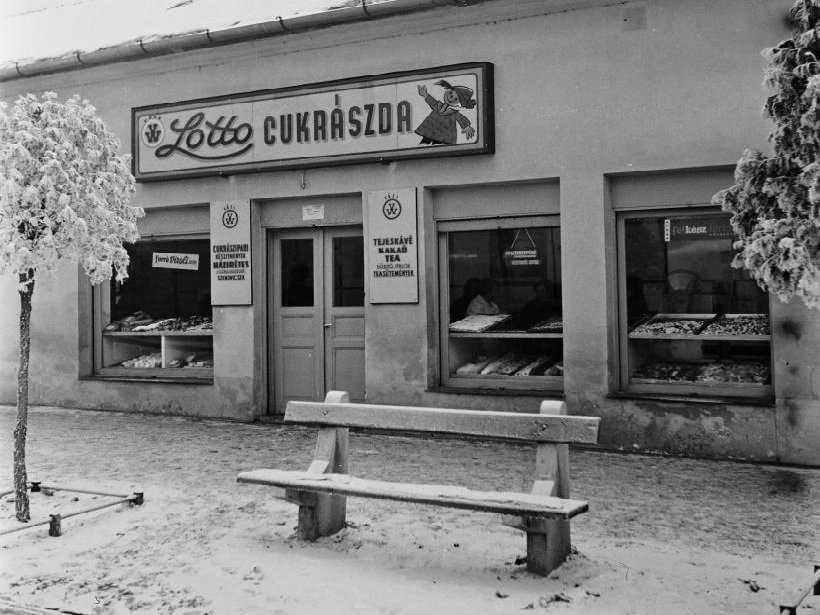 Lottó Cukrászda - Vác fekete-fehér