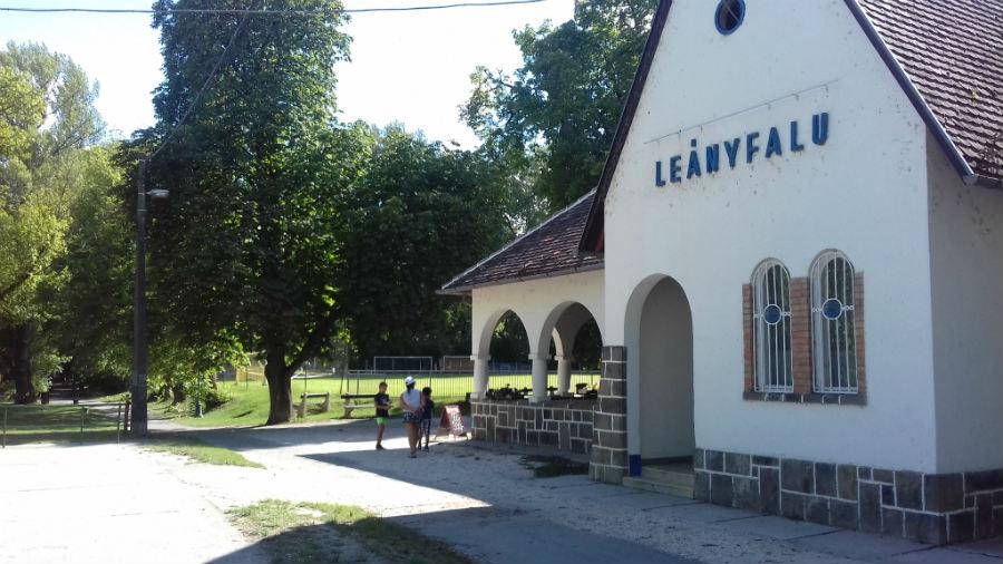 Leányfalu, Petőfi sétány