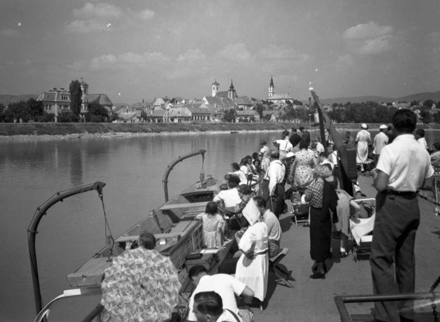 Sétahajózás Szentendrén, 1946