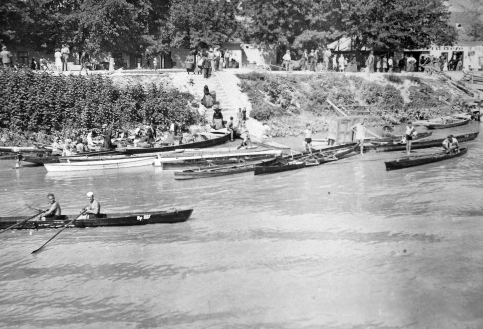 Evezősök Szentendrén, 1931
