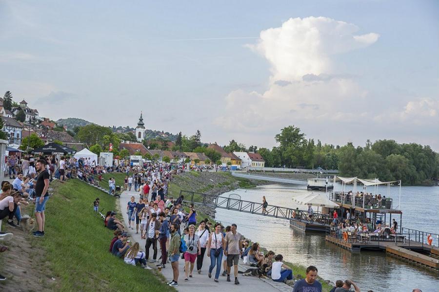 Szentendre Duna korzó, hajókirándulás Szentendrére