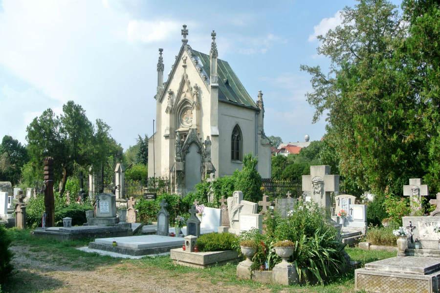 Luczenbacher temetőkápolna, látnivaló Szobon