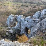 Az esztergomi Strázsa-hegyi barlang kincsei
