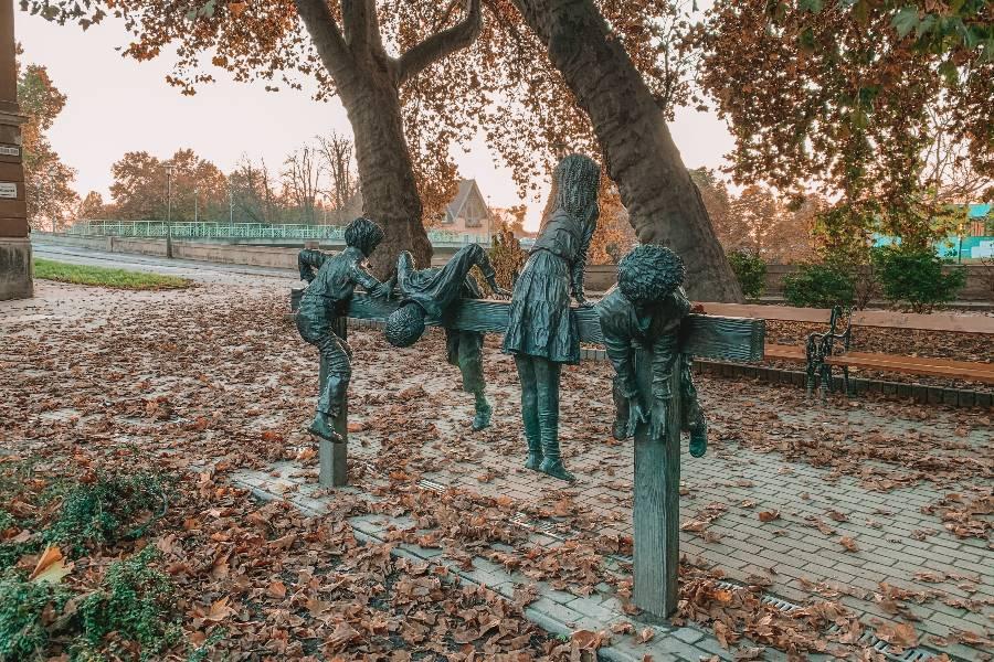 Esztergomi játszótér szobor